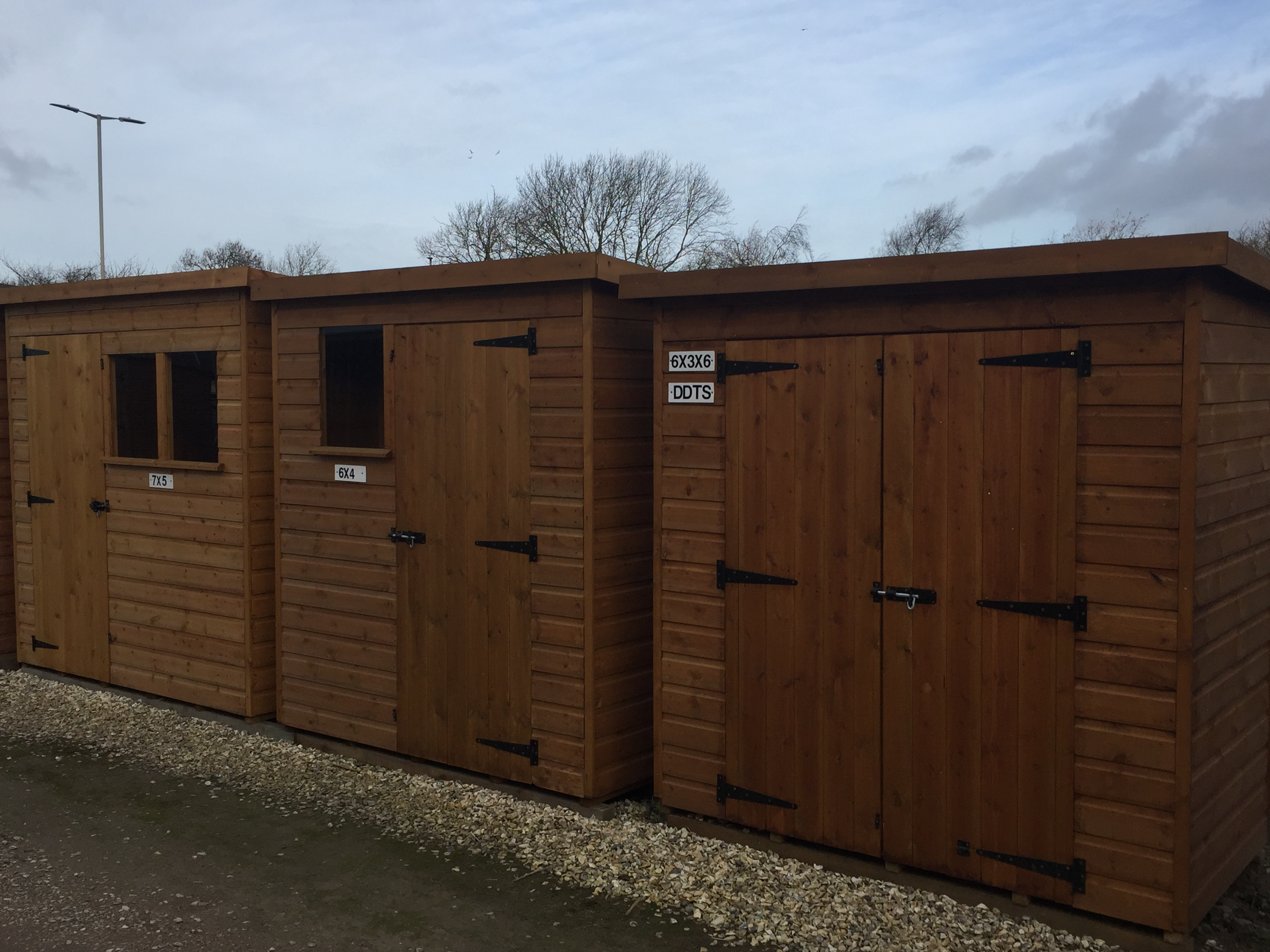 picture - shed display pent